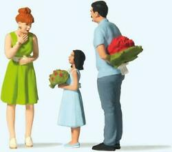 Preiser G Scale Surprise With Flowers   44934