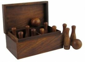 games bowling set in wood 2 pins and 10