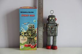 space man robby robot tin toy wind up nomura