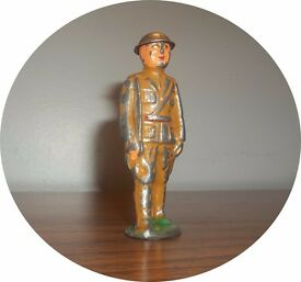 officer short stride marching with sword tin