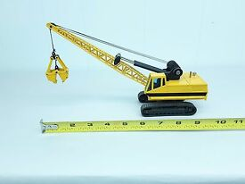 joal compact diecast metal crane with clam