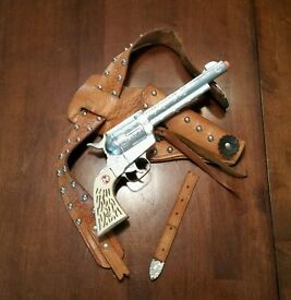 vintage mustang 500 toy cap gun with holster