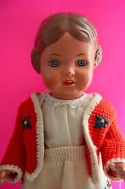 vintage puppen girl doll w knitted outfit