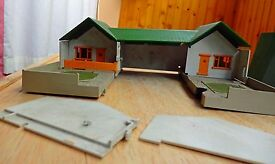 triang motel chalets and garages m2005