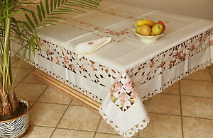 Vintage Embroidered Rose Tablecloth Oblong Ivory w Napkins 6 14 seats