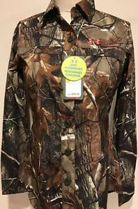 $79 NWT Under Armour UA All Season Semi Fitted Quick Dry Camo Shirt Valentines