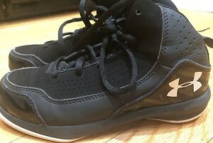 Under Armour Boys Basketball Shoes size 2 Youth Black