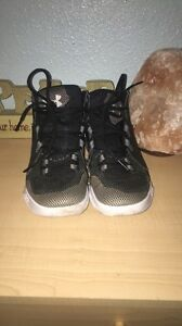Boys Kids Under Armour Basketball Athletic Shoes Size 4.5 Youth Good Condition. $30.00