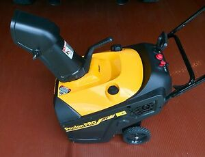Poulan Pro PR621 208cc Single Stage Snow Thrower 21-inch - Excellent Condition