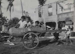 OLD VINTAGE WWII PHOTO INTREPID YOUTH FILIPINO CHILDREN AT PLAY BATTLE OF LUZON