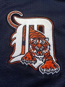 DETROIT TIGERS Large Majestic Button Down Baseball Jersey Shirt NAVY BLUE Logo L