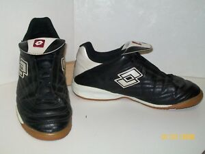 LOTTO - INDOOR SOCCER CLEAT TRAINERS SHOE BLACKWHITE - TEEN BOY SIZE 7 EUC
