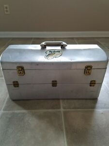 VINTAGE MY BUDDY TACKLEMASTERTACKLE BOX FULL OF LURES AND REELS!