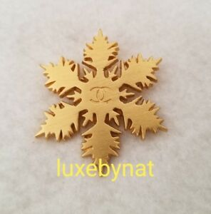 Auth Chanel vintage snow flake brooch gold tone