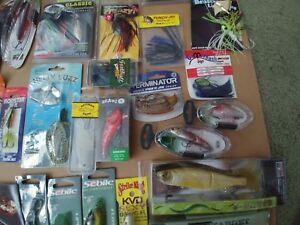 Lot of 32 unopened fishing lures!