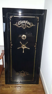 CHAMPION TRIUMPH 30 SAFE IN MINT CONDITION CHAMPION TRIUMPH GUN SAFE
