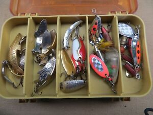 SMALL TACKLE BOX LOADED WLURES-51 IN ALL- 5 SUPER DUPER-6 WOB L RITES 3 THOMAS+