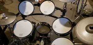 Roland TD 20 drum set with upgrade TD 30 modulecymbals. Hrdwr incl. Real nice!