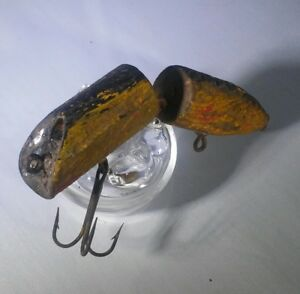 Vintage Makinen Holi-Comet Yellow Black Antique Jointed Wood Fishing Lure Tough