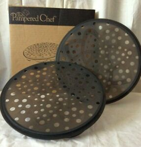 The PAMPERED CHEF - MICROWAVE CHIP MAKER #1241 (set of 2 Black Silicone) EUC