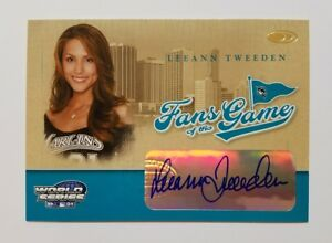 2004 Donruss World Series Leeann Tweeden Auto Autographed Fans of the Game Card
