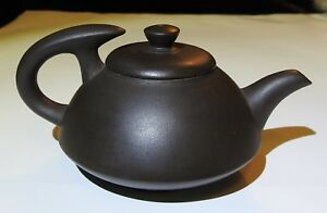 VINTAGE CHINESE YIXING ZISHA WARE MINIATURE INDIVIDUAL TEAPOT with SIGN SEAL