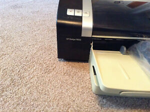 HP Deskjet 9800---WIDE-- format Printer Comes with all cords Inks and a User CD