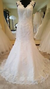 Mermaid V-Neck Sweep Train Tulle Wedding Dress with Applique Size 14 Color White
