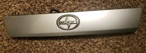 05 06 07 08 09 10 SCION TC REAR TRUNK SILVER GATE HATCH TRIM MOLDING HANDLE