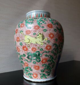 VERY RARE CHINESE ANTIQUE WUCAI BALUSTER JAR QING DYNASTY
