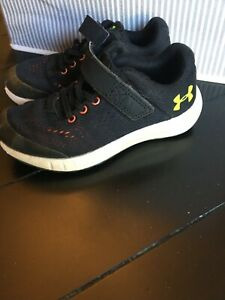 Kids Boys Under Armour Black Green Athletic Shoes Size 11