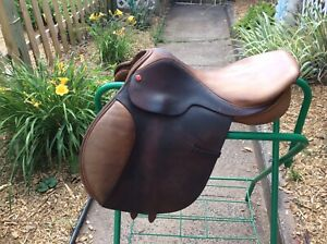 Albion Legend English Saddle MW 17.5 in good conditin strong saddle.