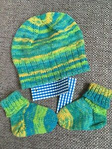 NEW Handknit Baby beanie amp; socks set Newborn 6 month size quantity discount Pool $19.00