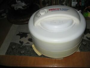 NESCO FD 60 Snackmaster Express Food Dehydrator Used In Great Working Condition