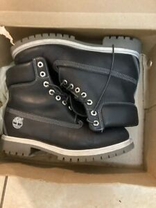 Timberland Size 9.5 Black Leather Style# 27023