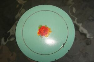 Vintage Small Sewing Tin with Thread 3 Inch Diameter 1 Inch Deep $9.00