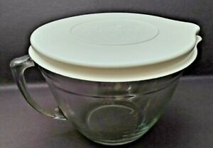 Pampered Chef 2 litter Glass Measuring Bowl With Lid unused