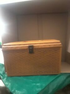 VINTAGE 60s WIL HOLD Wilson Mfg PA Sewing Box Basket Weave With Tray Shelf USA $19.99