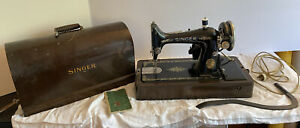 1926 Singer 99 13 table top Sewing Machine with case knee lever amp; key works $149.99