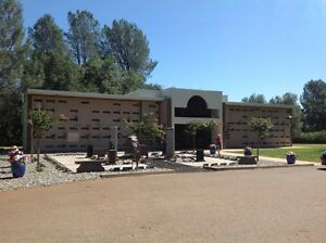 1 CRYPT FOR SALE IN REDDING CA. (REDDING MEMORIAL PARK) FOR TWO PEOPLE.