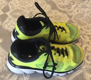 under armour boys shoes size 1