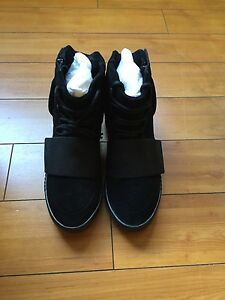 Adidas Yeezy Boost 750 Triple Black Size 9 Deadstock