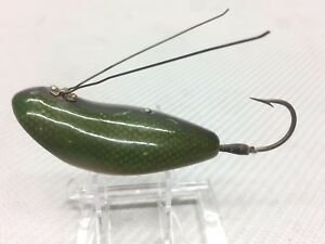 VINTAGE HEDDON WEEDLESS WIDOW GREEN SCALE WOOD FISHING LURE NO EYES