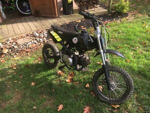 2015 125cc SSR pit bike. Black in good condition low hours