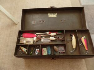 VINTAGE TACKLE BOX LOADED WITH WOOD FISHING LURES