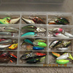 TACKLE BOX FULL THIS BOX HAs 46 PLUS LURES IN IT FOR ALL TYPES OF FISHING.