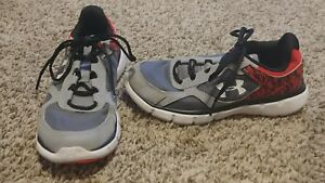 Boys Gray Under Armour Athletic Tennis Shoes Size 3