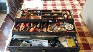 VINTAGE OLD TACKLE BOX FULL OF WOOD LURES REELS BOXED