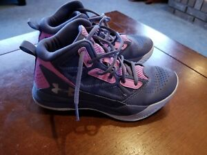 UNDER ARMOUR girls basketball PINK size 4.5Y