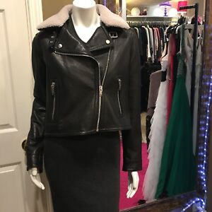DOMA LEATHER MOTO JACKET With SHEARLING COLLAR Size Large.